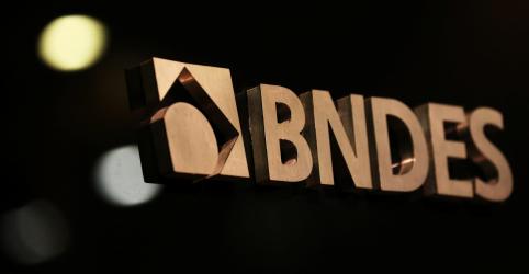 Placeholder - loading - Imagem da notícia Funcionários e ex-presidentes do BNDES protestam contra chance de fim de repasses do FAT