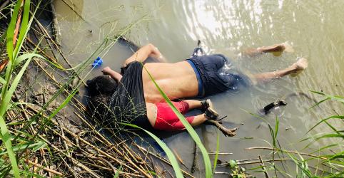 Placeholder - loading - Foto de imigrantes afogados mostra fracasso em lidar com desespero, diz Acnur