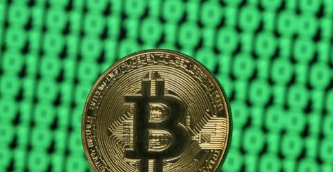 Bitcoin tem queda forte e chega a ser negociado abaixo de US$10 mil