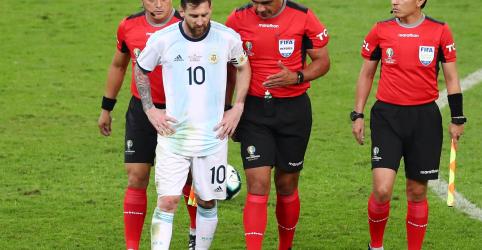 Messi critica arbitragem por não usar VAR em vitória do Brasil sobre Argentina