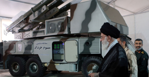 Irã cogitaria conversar com EUA sem sanções e com permissão de Khamenei, diz ministro