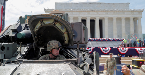 Trump ignora críticas e comanda celebrações do feriado de 4 de Julho com desfile militar