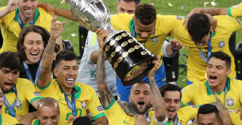 Placeholder - loading - Imagem da notícia Brasil derrota Peru por 3 x 1 e conquista título da Copa América no Maracanã