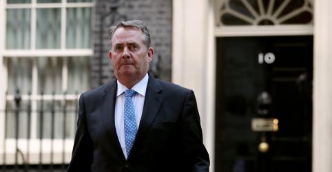 Placeholder - loading - Imagem da notícia Ministro britânico pedirá desculpas a Ivanka Trump por textos vazados de embaixador