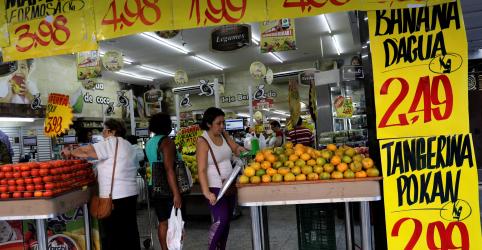 Preços de alimentos e transportes caem e IPCA tem menor junho em dois anos