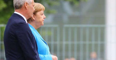 Placeholder - loading - Merkel é vista tremendo pela 3ª vez em menos de 1 mês, mas diz que está bem