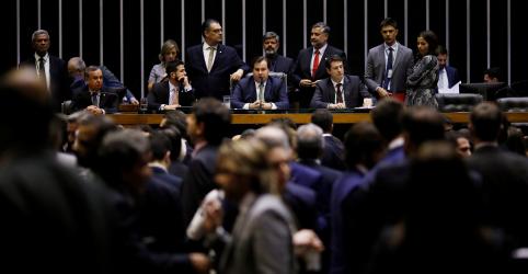Placeholder - loading - Imagem da notícia Lideranças e equipe econômica ainda negociam destaques à reforma da Previdência