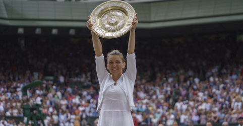 Simona Halep massacra Serena Williams e vence Wimbledon