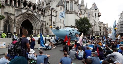 Ativistas do clima protestam em cidades britânicas em 'rebelião do verão'