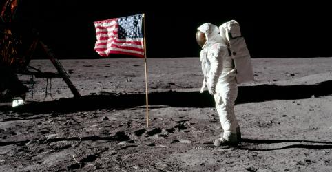 Placeholder - loading - Imagem da notícia Fotos de astronautas da Apollo 11 na Lua sobrevivem como ícones da cultura pop