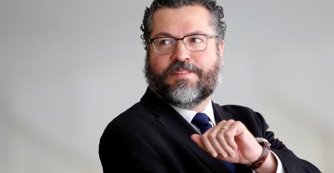 Indicação de Eduardo para embaixada ajudaria a construir parceria com EUA, diz chanceler Araújo