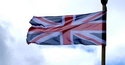 CORREÇÃO-Executivo da UE está pronto para trabalhar com futuro premiê britânico, diz porta-voz