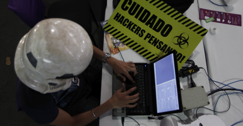 Placeholder - loading - Imagem da notícia Juiz vê indícios de que suspeitos receberam dinheiro para hackear Moro
