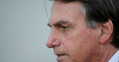 Placeholder - loading - Imagem da notícia Bolsonaro diz que invasão de celulares foi atentado grave contra Brasil e instituições