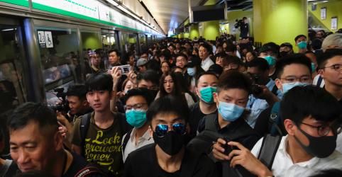 Placeholder - loading - Manifestantes de Hong Kong interrompem trens e provocam caos no transporte