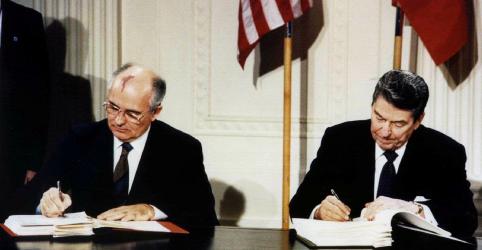 Placeholder - loading - Imagem da notícia EUA se retiram formalmente de acordo de armas nucleares com a Rússia