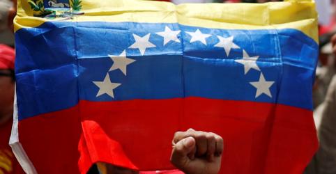 Placeholder - loading - Imagem da notícia Trump congela ativos do governo da Venezuela para pressionar Maduro