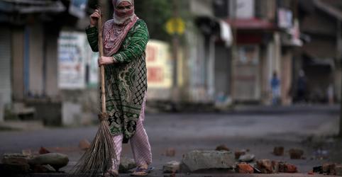 Ao menos 300 políticos da Caxemira são detidos para conter protestos