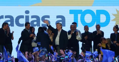Placeholder - loading - Imagem da notícia Oposição argentina se aproxima da Presidência com vitória arrasadora sobre Macri nas primárias