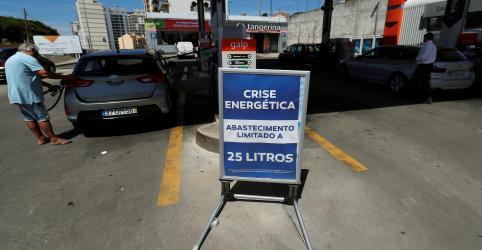Caminhoneiros fazem greve em Portugal e governo impõe racionamento de combustível