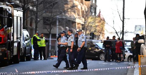 Placeholder - loading - Imagem da notícia Jovem com faca mata uma mulher durante ataque em Sydney
