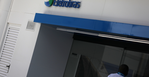 Placeholder - loading - Imagem da notícia Eletrobras revê orçamento por atraso em projetos como linhão de Roraima, diz CEO