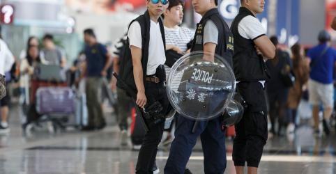 Placeholder - loading - Imagem da notícia China diz que manifestantes de Hong Kong são como 'terroristas'; aeroporto reabre
