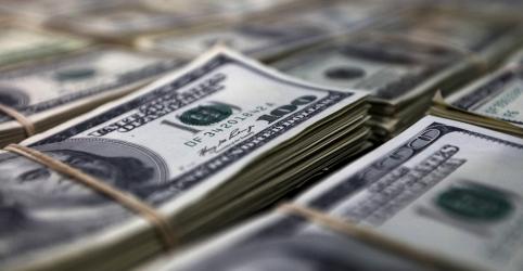 Placeholder - loading - Imagem da notícia Dólar cai ante real após BC mudar forma de atuar no câmbio, mas exterior limita melhora