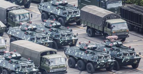 Forças paramilitares da China dão 'recado claro' com exercícios perto de Hong Kong