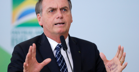 Placeholder - loading - Imagem da notícia Bolsonaro diz que autoridades cometem abuso e promete decidir sobre projeto de forma serena