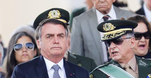 Bolsonaro pode mandar militares para combater queimadas, Exército se diz pronto a defender Amazônia