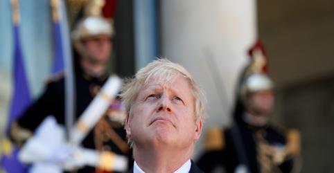 Johnson diz estar profundamente preocupado com incêndios na Amazônia e defende discussão no G7