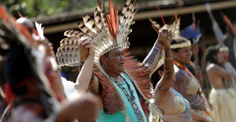 Placeholder - loading - Imagem da notícia Indígenas da Amazônia fazem ritual por paz com a natureza