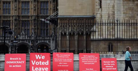 Placeholder - loading - Imagem da notícia Após ameaça de eleição, parlamentares britânicos iniciam luta contra Brexit sem acordo
