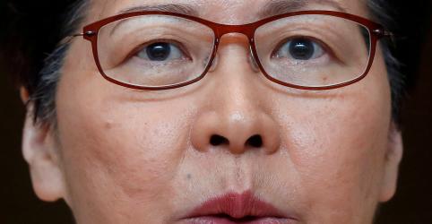 Placeholder - loading - Imagem da notícia Líder de Hong Kong diz que nunca debateu renúncia com governo chinês