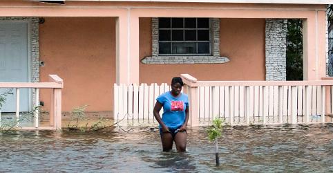Placeholder - loading - Imagem da notícia Furacão Dorian perde força sobre as Bahamas, mas ainda ameaça os EUA