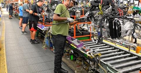 Placeholder - loading - Atividade manufatureira nos EUA cai pela primeira vez em três anos
