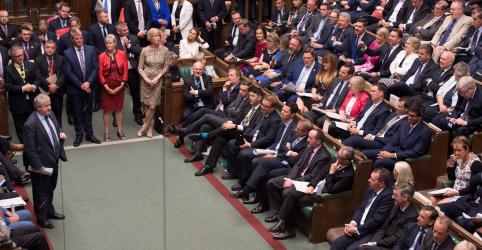 Placeholder - loading - Imagem da notícia Parlamentares britânicos aprovam lei para adiar Brexit