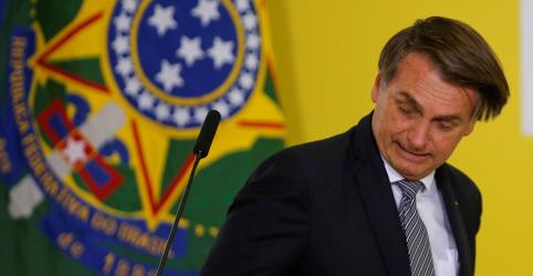 Placeholder - loading - Imagem da notícia Bolsonaro rebate críticas à indicação de Aras e diz que fez 'bom casamento' com escolha