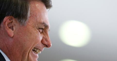 Placeholder - loading - Imagem da notícia 'Eu sou imbrochável', diz Bolsonaro a populares