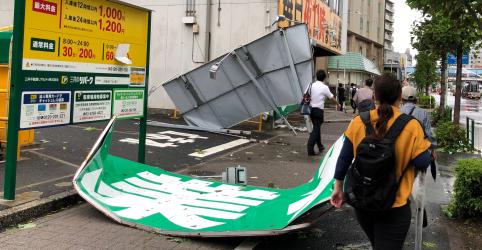 Tufão deixa 1 morto em Tóquio e interrompe energia e transporte