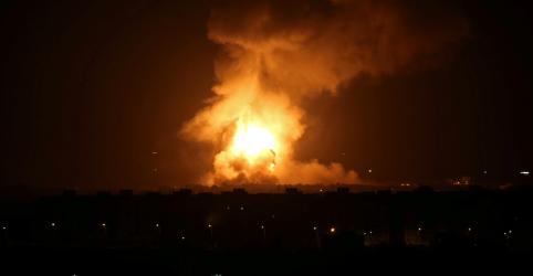 Israel ataca Gaza depois de sirenes forçarem Netanyahu a interromper comício