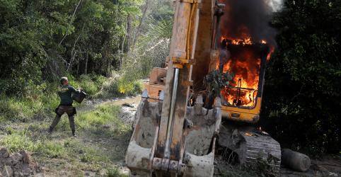 Placeholder - loading - Imagem da notícia Chefe do Ibama no Pará é demitido após dizer que iria parar queima de máquinas