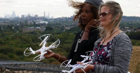 Placeholder - loading - Falha técnica de drones impede ambientalistas de paralisarem operações de Heathrow