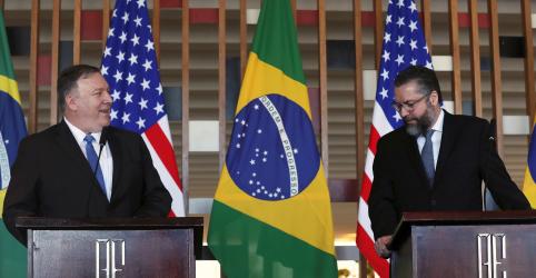 Placeholder - loading - Imagem da notícia Araújo diz que transmitiu a Pompeo convite de Bolsonaro para Trump visitar Brasil