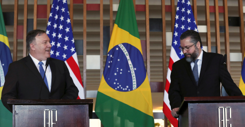 Araújo diz que transmitiu a Pompeo convite de Bolsonaro para Trump visitar Brasil