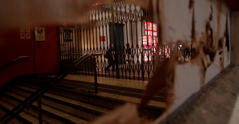 Placeholder - loading - Hong Kong fica silenciosa, com metrô e lojas fechados após noite de violência