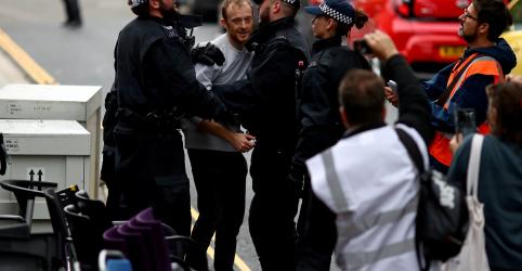 Placeholder - loading - Imagem da notícia Polícia do Reino Unido prende 10 ativistas do clima após protestos