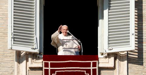 Em mensagem de Ano Novo, papa critica violência contra mulheres