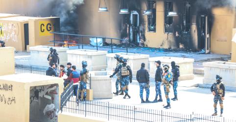 Placeholder - loading - Imagem da notícia Milícias iraquianas se retiram de perímetro de embaixada dos EUA após protestos